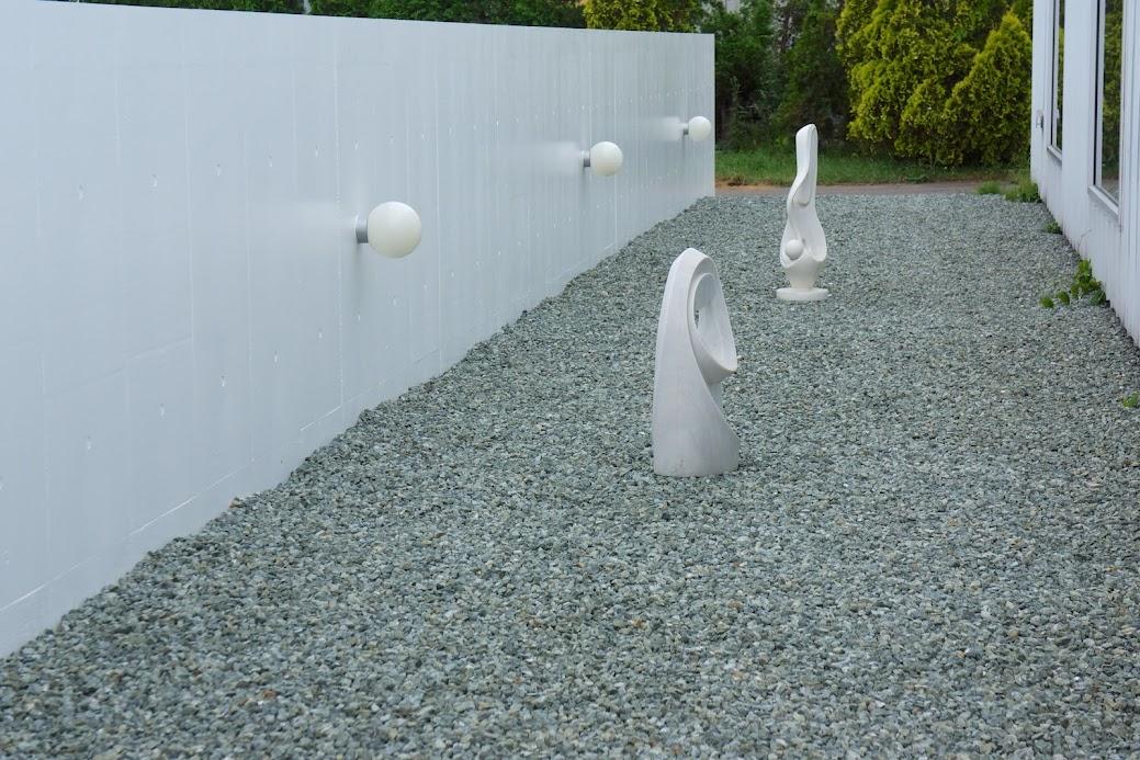 庭を飾るオブジェ