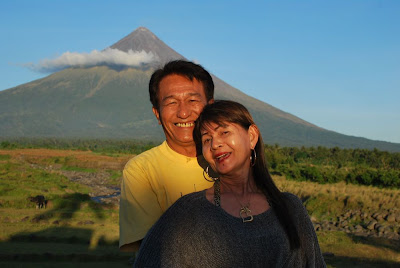 Sweet papa and mama with Mayon background