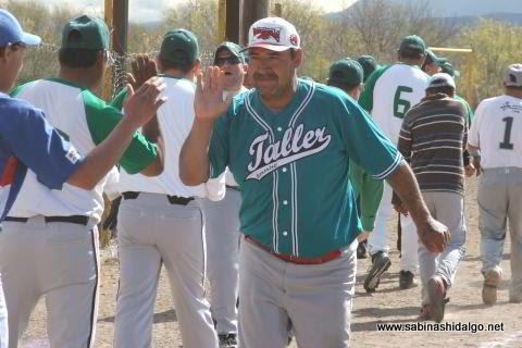 Luis Antonio Santos de Perrones en el softbol del Club Sertoma