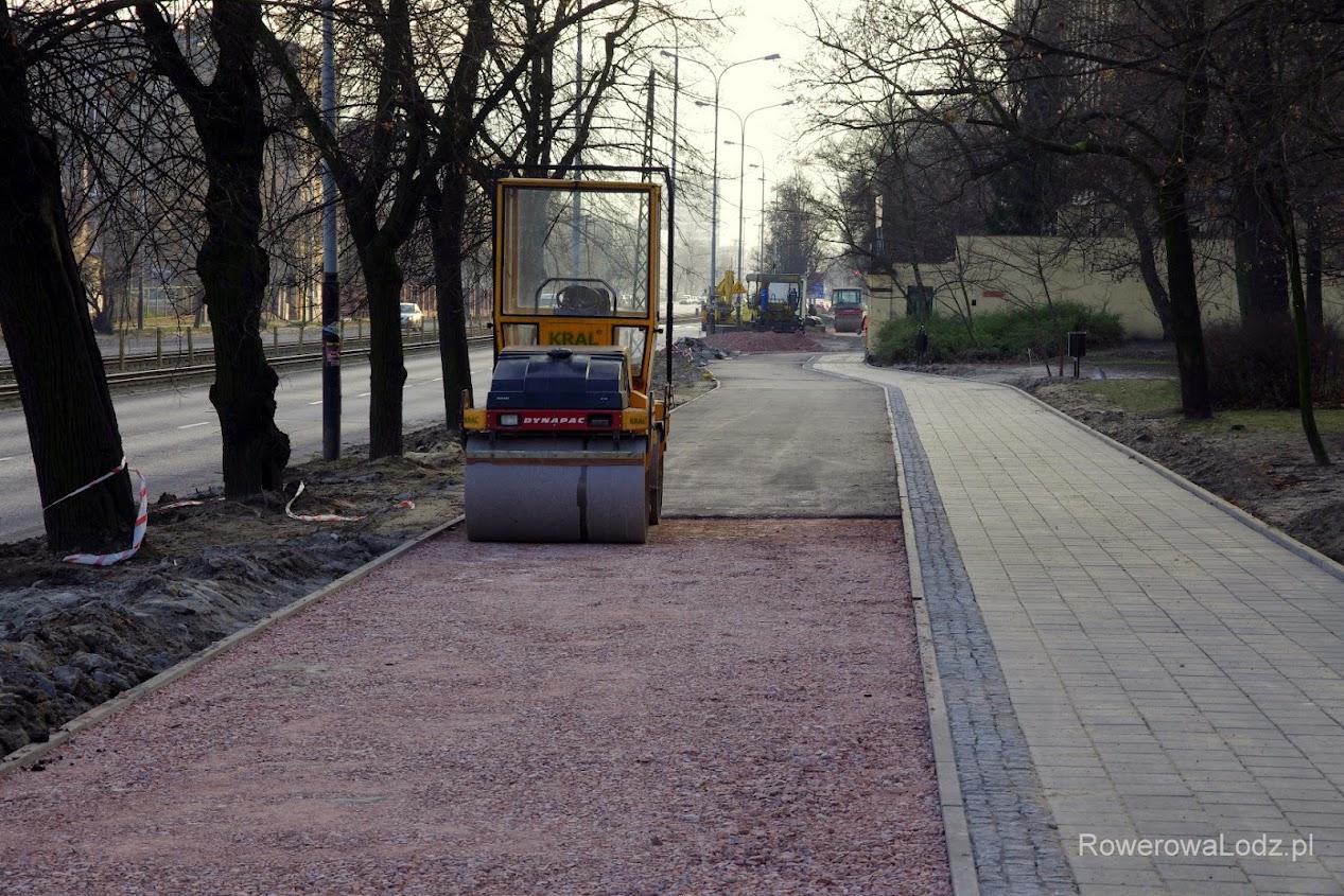Pojawiła się pierwsza warstwa asfaltu. Czy nie jest za niska temperatura?