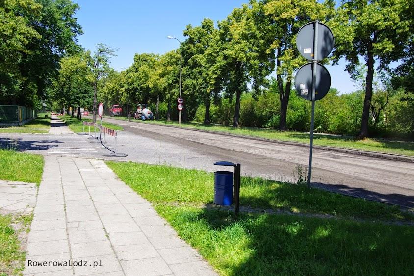 Zmieni się chodnik obok będzie rowerówka.