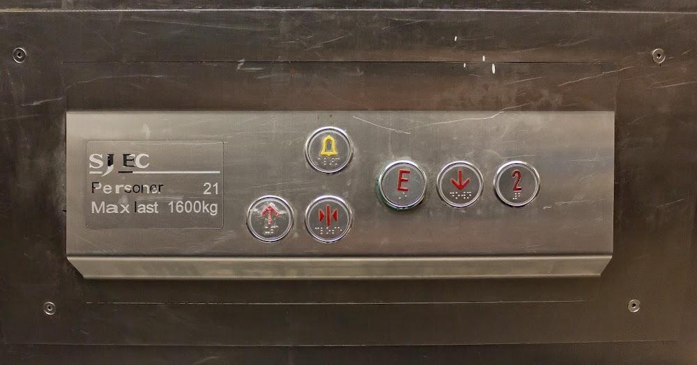 Bara en knapp till gatuplan och våning 2
