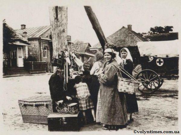 Євреї з крамом на ринку в Камені - Каширському