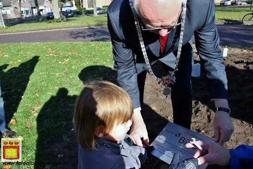 burgemeester plant lindeboom in overloon 27-10-2012 (23).JPG