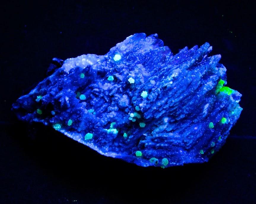 Colección de Minerales Fluorescentes - Página 3 _DSC4122