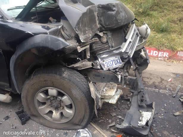 Vehículos colisionan en carretera a Xela