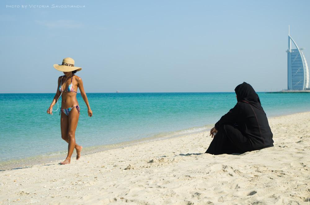 два фото красивых туристок из оаэ стоит отправиться