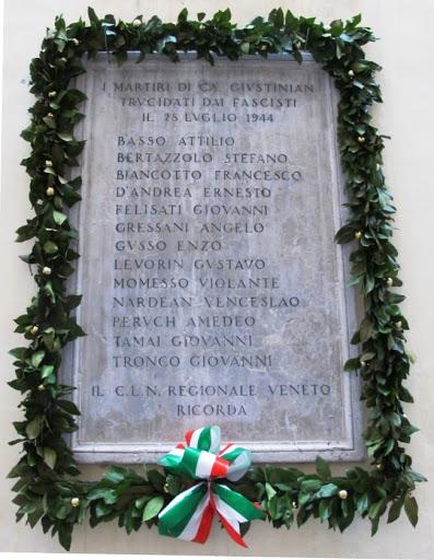 1- La lapide commemorativa in Calle dei Tredici Martiri a Venezia