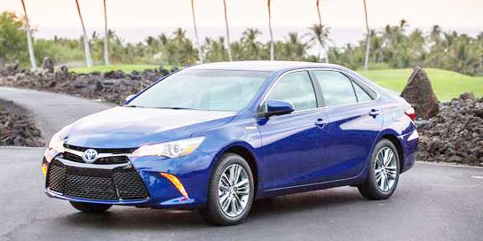 2016 toyota camry hybrid review excellent ride quality motor trend. Black Bedroom Furniture Sets. Home Design Ideas