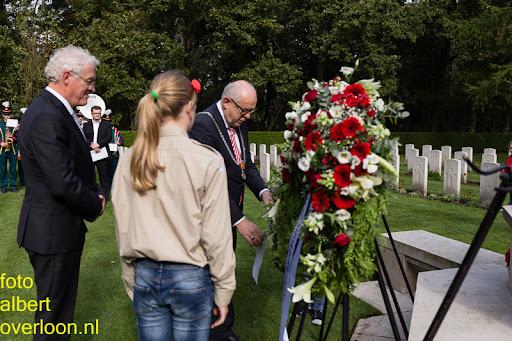 herdenkingsdienst  en een stille tocht naar het Engelse kerkhof 12-10-2014 (66).jpg