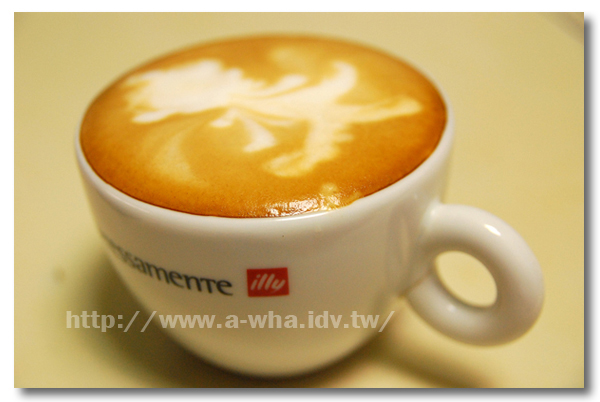 【在家煮咖啡系列】A-WHA & KATE 不低調夫妻咖啡拉花不專業展示(十)