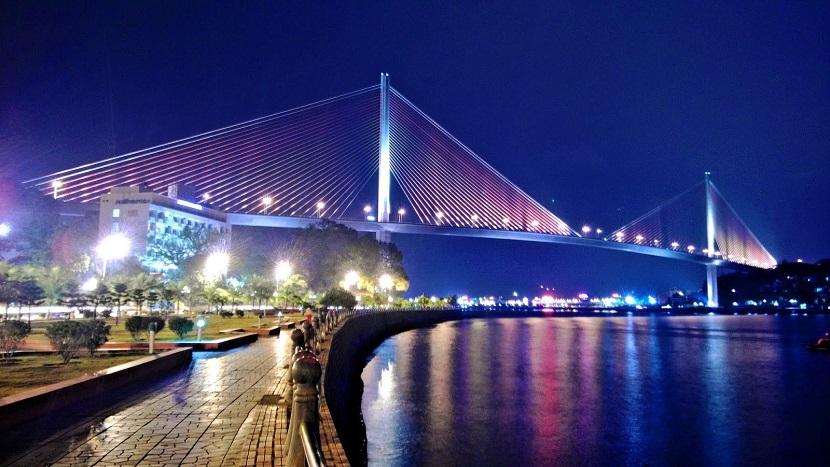 Hạ Long về đêm đẹp tuyệt vời