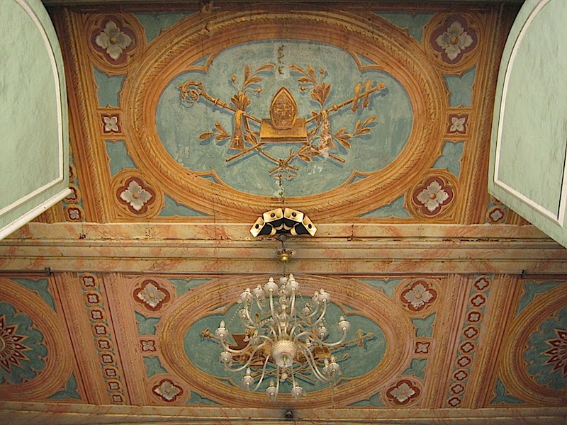 """trompe l'ooeil ceiling at San Sebastian Church"