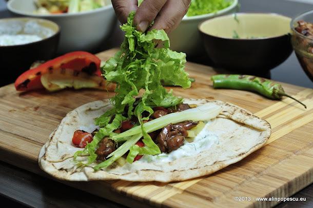 Shaorma cu salata verde