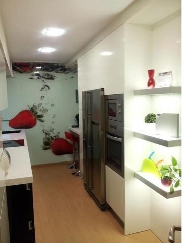 Juani torres estudio de cocinas for Encimera negra brillo