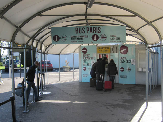 パリ北部ボーヴェ空港シャトルバス券売機