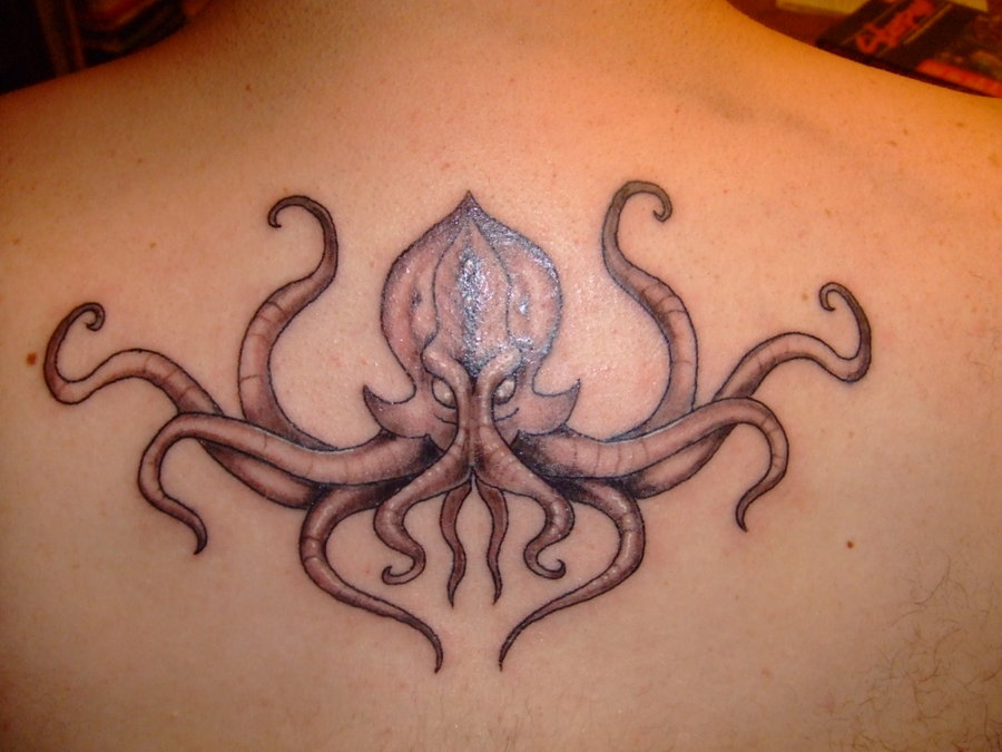 the lovecraftsman 15 loathsomely beautiful cthulhu tattoos. Black Bedroom Furniture Sets. Home Design Ideas