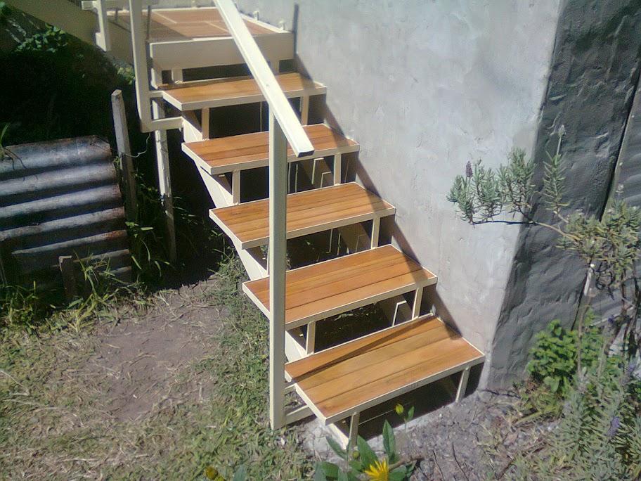 Paso a paso constru mi propia escalera de hierro y for Como construir una escalera de hierro y madera