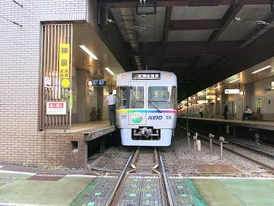 京王井の頭線、吉祥寺行き。神泉駅にて