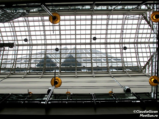 galerii imense de sticla, incalzite, o risipa de energie... oare??!