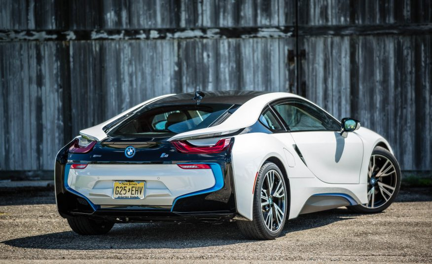 BMW i8 2016 sở hữu khối động cơ xanh nhưng rất mạnh