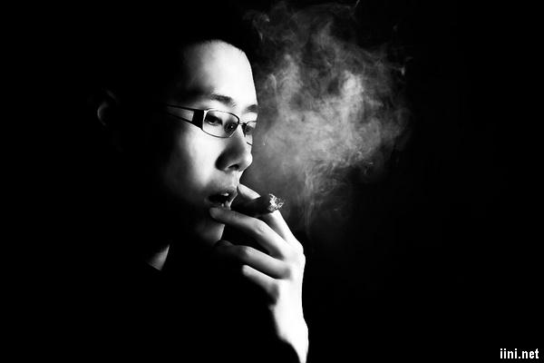 ảnh hút thuốc, suy tư trong đêm