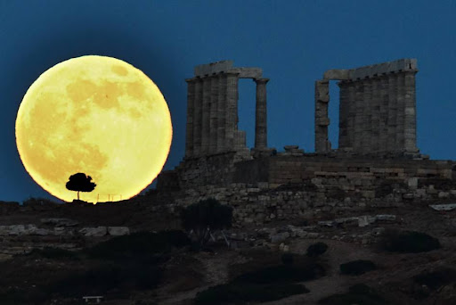 FOTO SUPERMOON FENOMENA BULAN RAKSASA