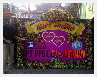 proses pembuatan bunga papan di Toko Bunga Purwokerto Florist