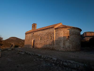 Mare de Déu del Puig de Meià, i al fons la Roca Alta, un morral al sector oriental del Montsec de Rúbies