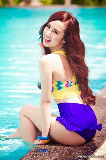 Angela Phương Trinh Điệu Đà Bên Hồ Bơi
