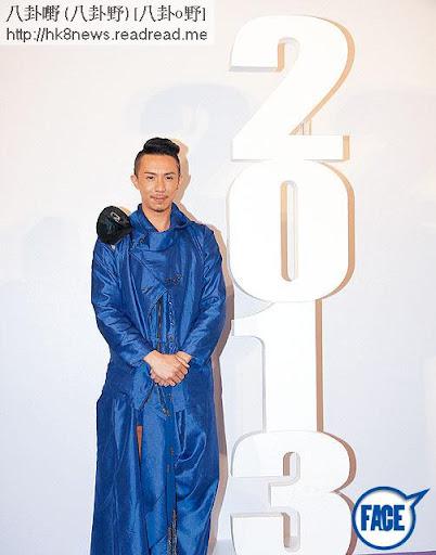 人生低潮,發憤研究 New Age學說,張繼聰去年突然一身藍袍走天涯,又改微博代號自稱來自未來。