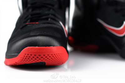 nike lebron 9 gr black white red 2 06 LeBron 9 Quotes James Favorite Movie Gladiator. New Photos.