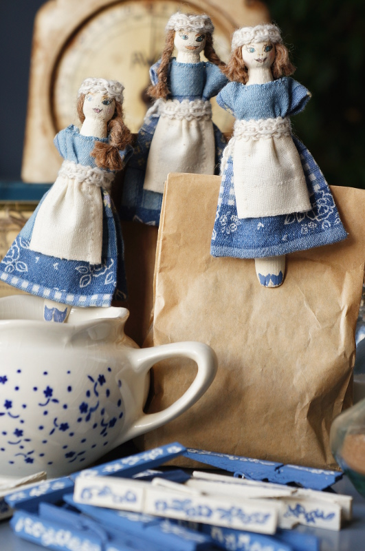 Peg doll kitchen maids {tettidesign}