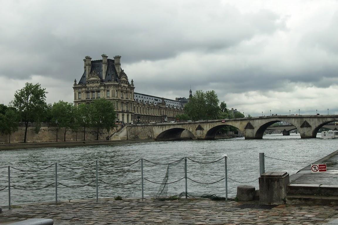 フランスパリ観光 セーヌ川沿いを歩く