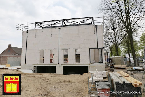 gemeenschapshuis  heeft zijn hoogste punt bereikt overloon 03-05-2013 (7).JPG