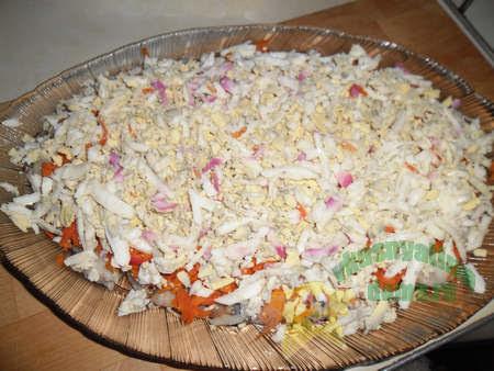 Приготовление салата Вкусная селедка под шубой