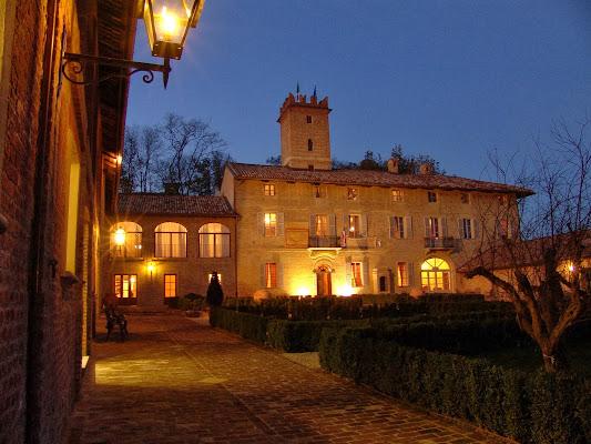 Relais Castello Di Razzano, Strada Gessi, 2, 15021 Alfiano Natta Alessandria, Italy