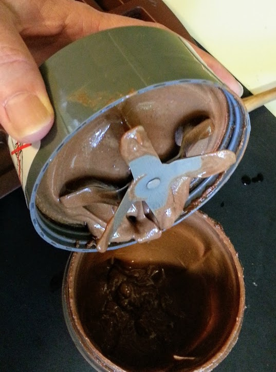 The resulting chocolate-hazelnut paste, still in the blender cup