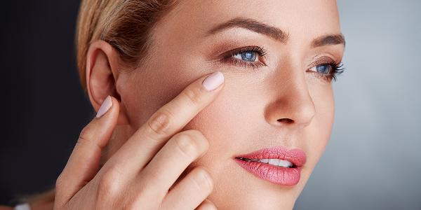 Phương pháp đánh tan nếp nhăn dưới mắt