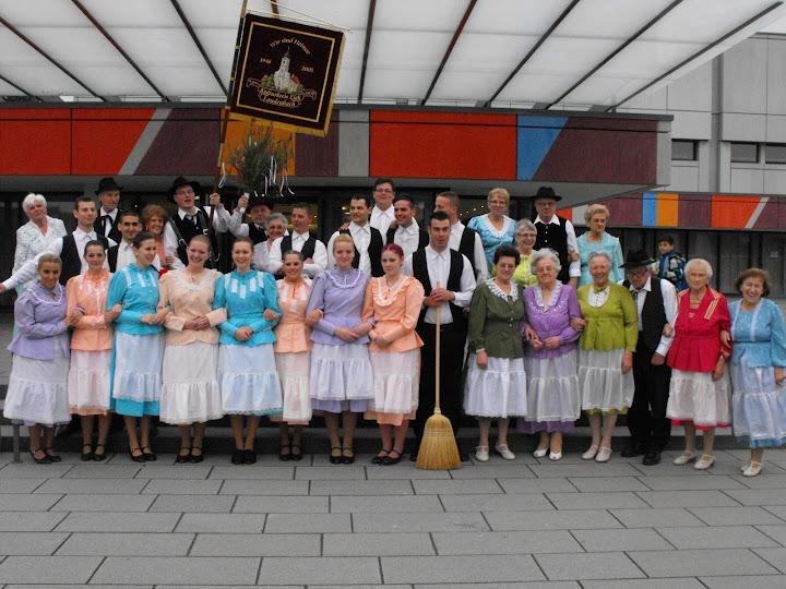 A németországban élö elekiek közös csoportképe az eleki tánccsoport tagjaival.