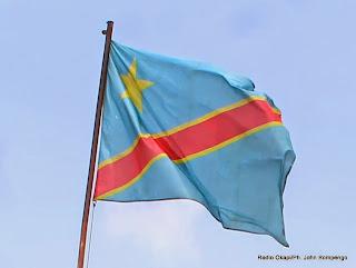 Drapeau de la République Démocratique du Congo flottant à Kinshasa. Radio Okapi/Ph. John Bompengo