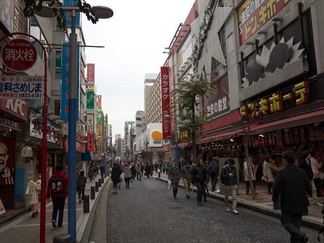 ドン・キホーテとダイエーがある横浜駅西口パルナード通り