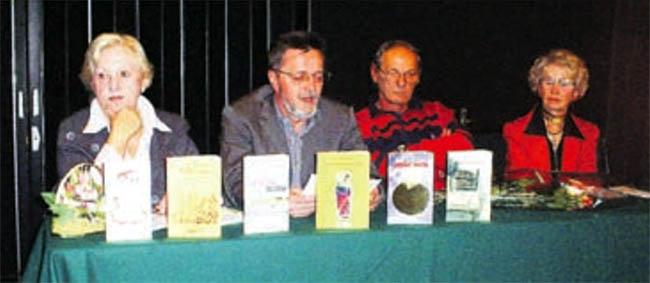 """Ivica Smolec - Promocija knjige """"Epigrami i drugi zapisi"""" Zorice Krznar Blagec, Dom kulture, dvorana """"Galženica"""", Velika Gorica, 2009."""