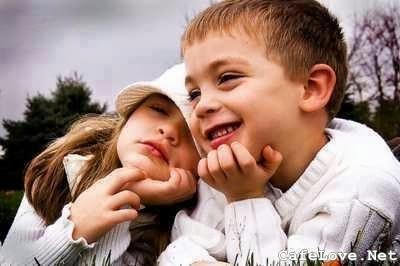 Hình ảnh đẹp về 2 đứa nhỏ yêu nhau