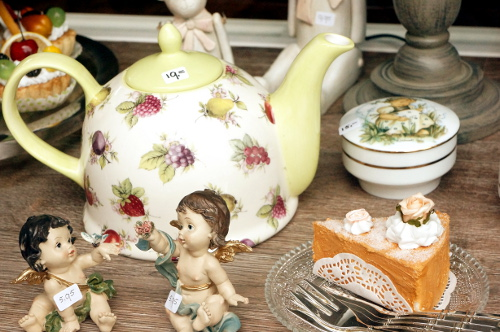 Flower tea pot and cake