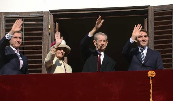 Peste 3.000 de persoane l-au felicitat pe Regele Mihai de ziua onomastică