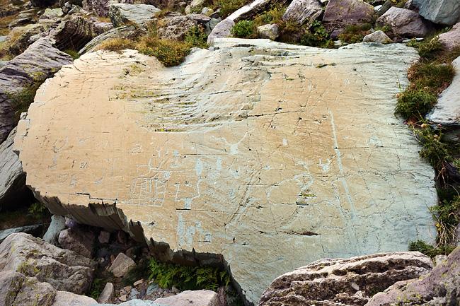 gr5-briancon-mediterranee-vallee-merveilles-gravures-roche-eclat.jpg