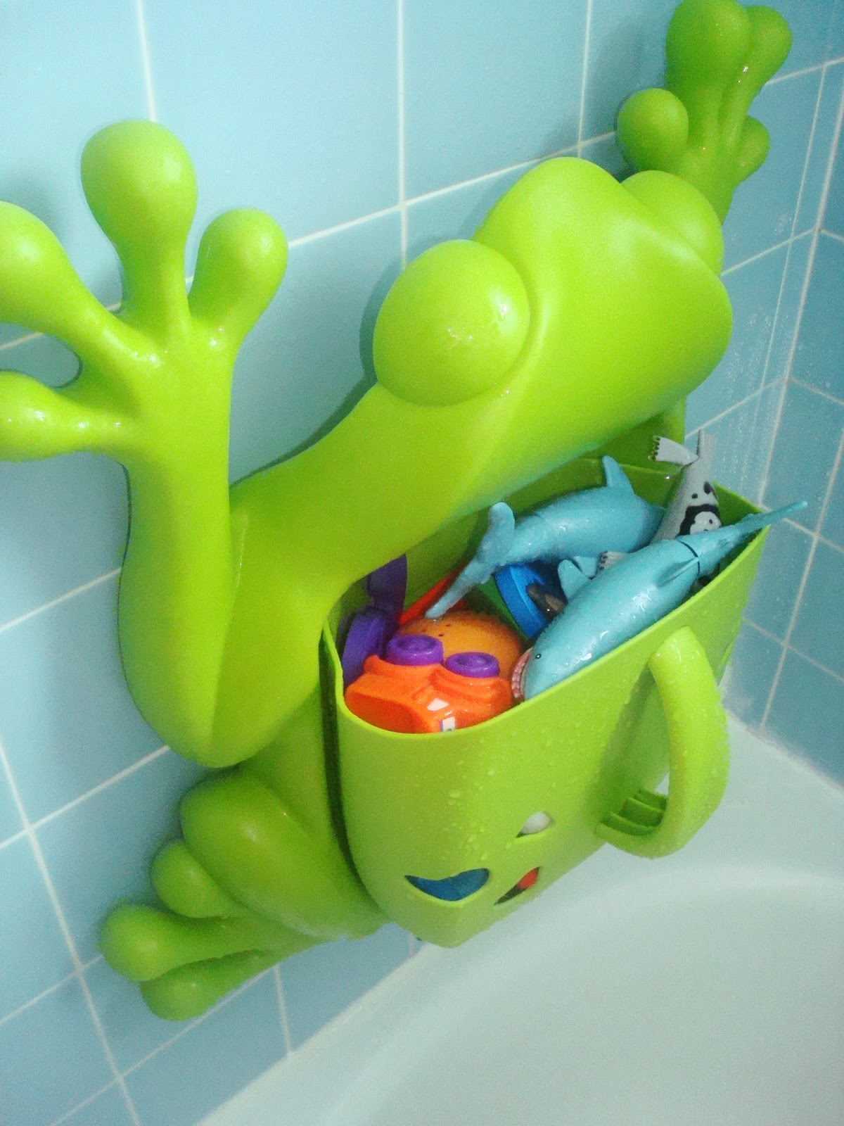 The Curious Case of Mommyhood: CSN Stores Review- Boon Frog Pod Bath ...