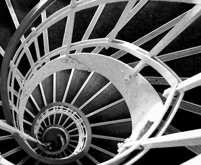 gandirea  - scara in spirala din Foisorul de Foc