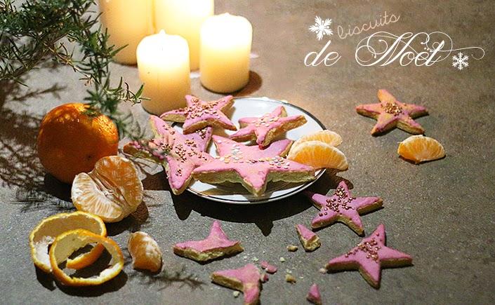 biscuits de Noël, cookies de Noël, biscuits en forme d'étoiles, recette gâteaux colorés, recette glaçage